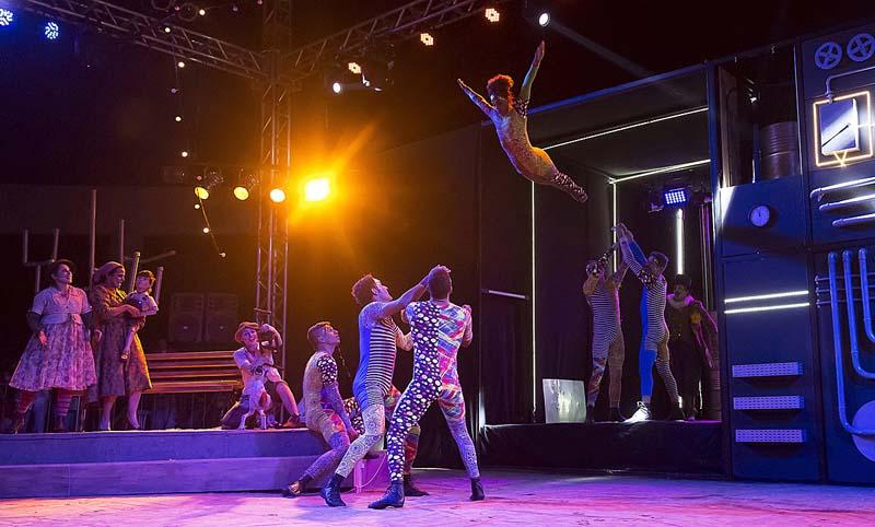 Circo do Sesi homenageia 'Vidas Secas', de Graciliano Ramos