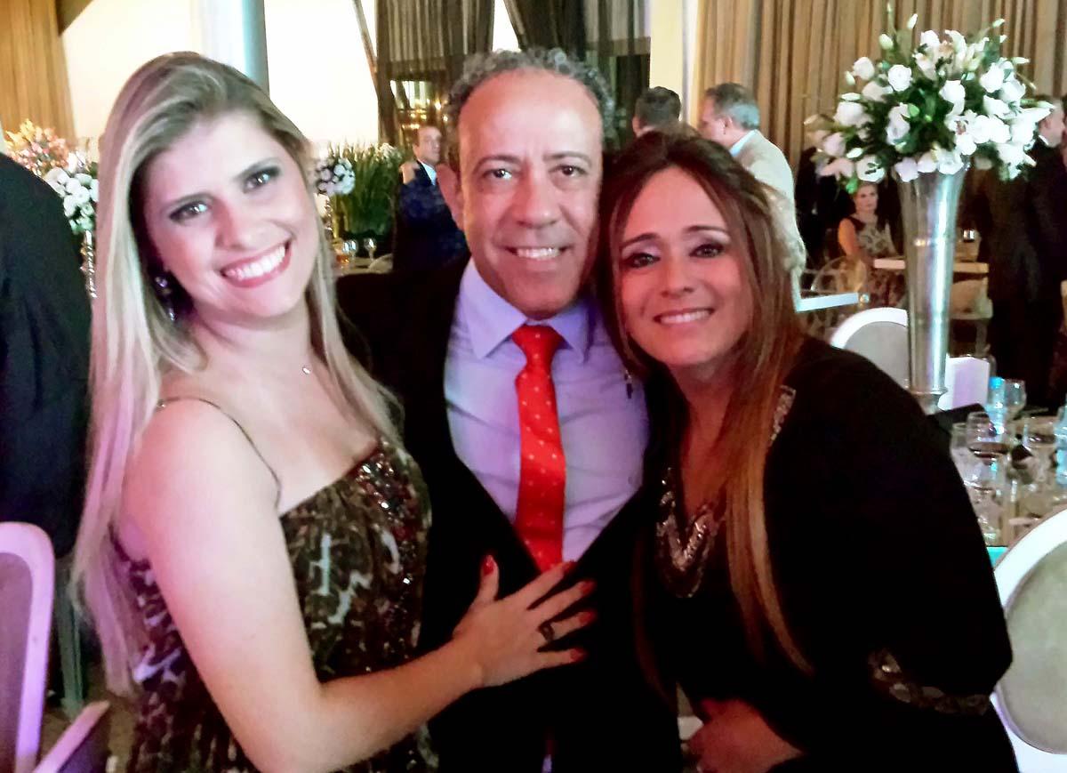 Em evento social, no Clube Morro do Pilar, em Ipatinga, Camila Araújo, Ismá Canedo e Décia