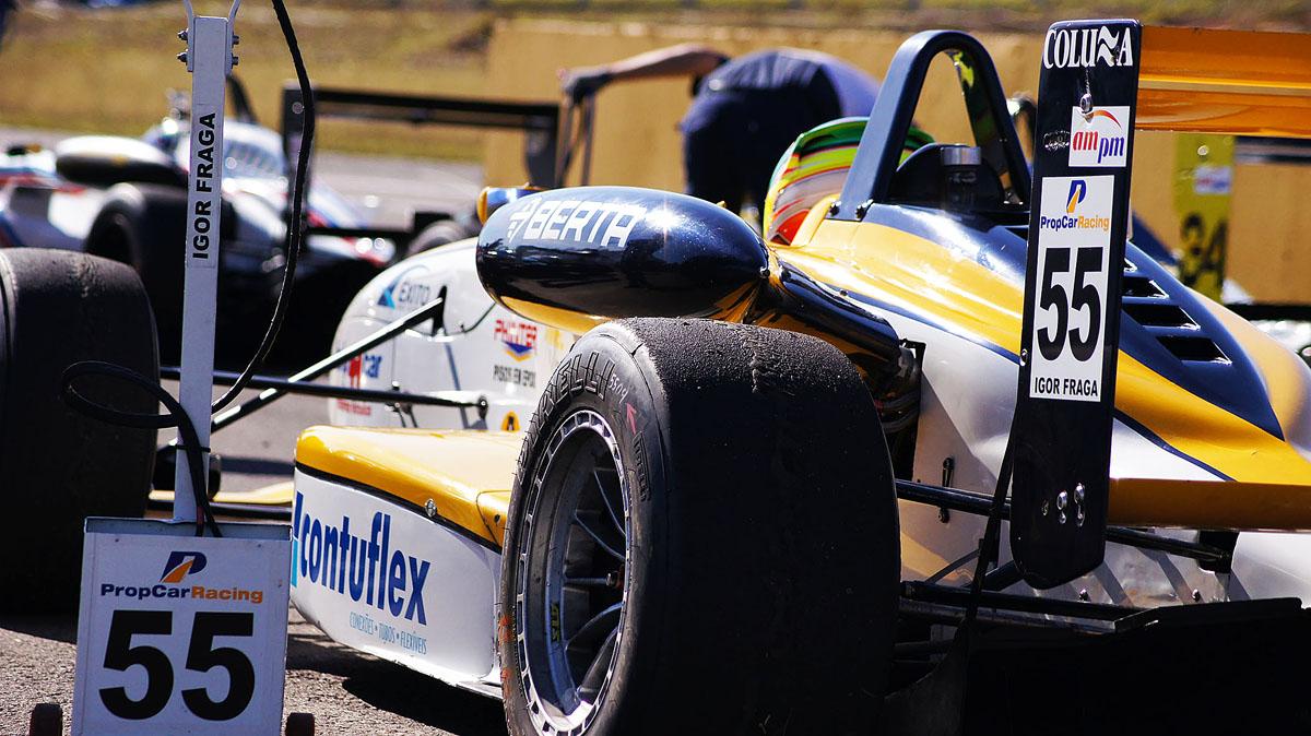 Carro da Fórmula 3 e piloto são atrações da Expo Usipa 2015