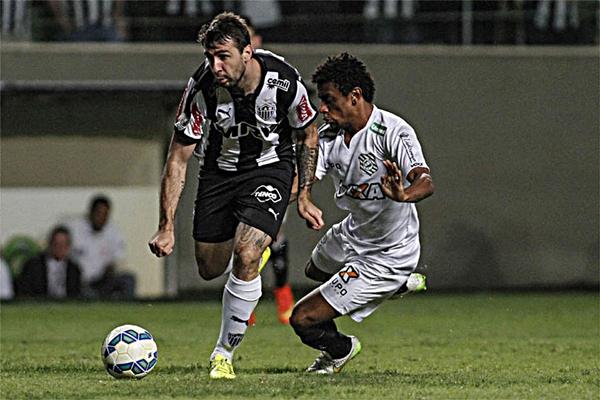 Pratto marcou três vezes. Foto: Thomas Santos/AGIF