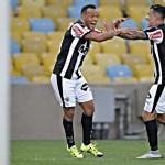 Patric e Giovanni Augusto comemoram os gols da vitória mineira. Foto: Site Oficial Atlético