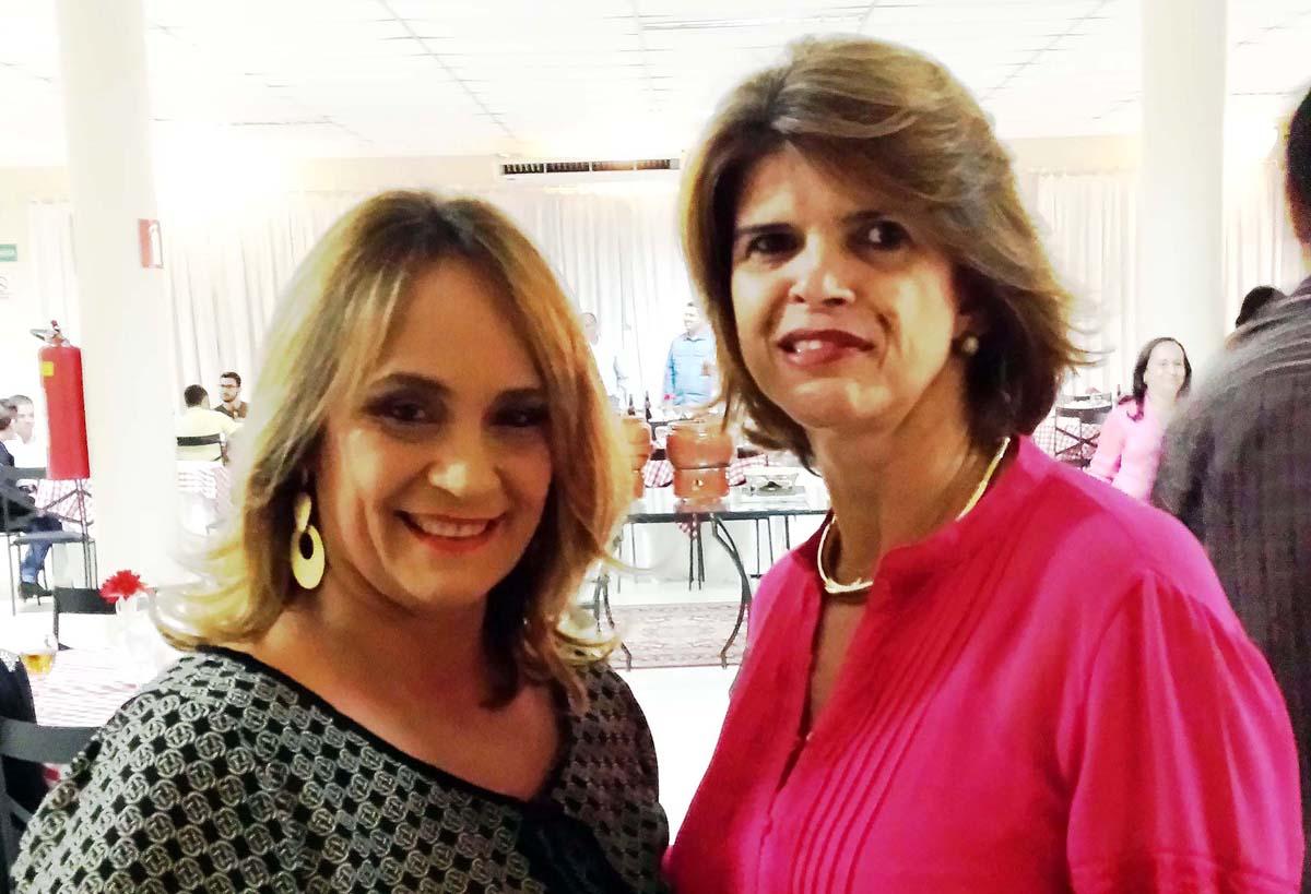 A colunista Dora Chaves e a diretora do campus da Faculdade Única em Timóteo, Eliana Neves