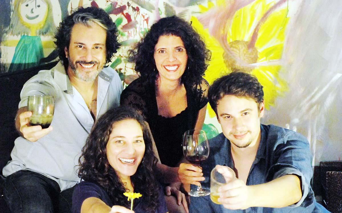 Fundação Aperam Acesita recebe a peça Fases da Lua do grupo Neuróticos, do Rio de Janeiro