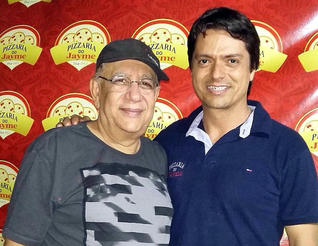 O ator Saulo Laranjeira e o empresário Alende Guedes, na Pizzaria do Jayme, em Ipatinga (Foto: arquivo pessoal)
