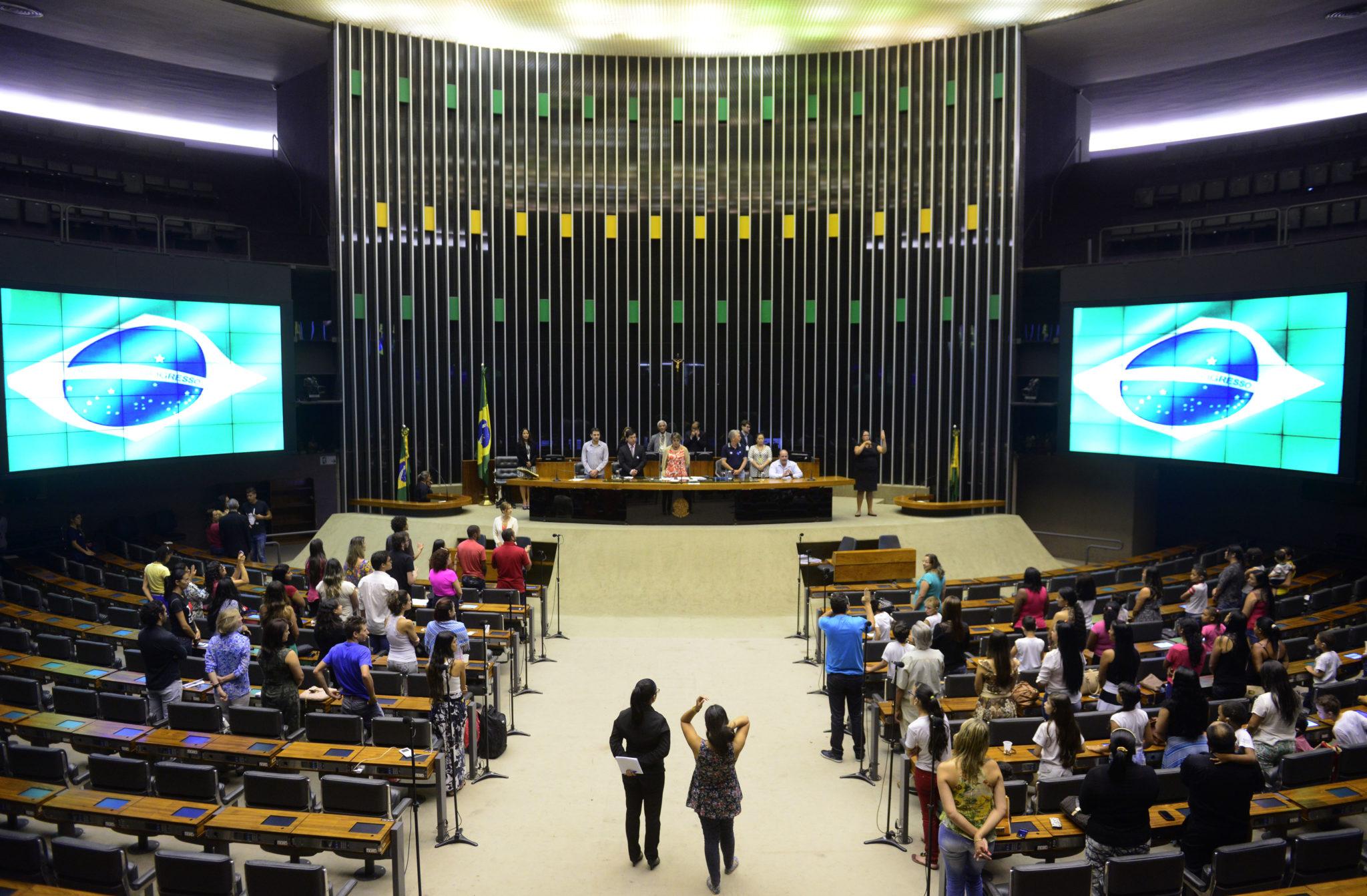 Parlamentares insistem em amordaçar o cidadão. Foto: Câmara dos Deputados.