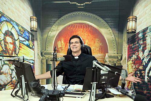 Padre Reginaldo Manzotti abre a TV Evangelizar
