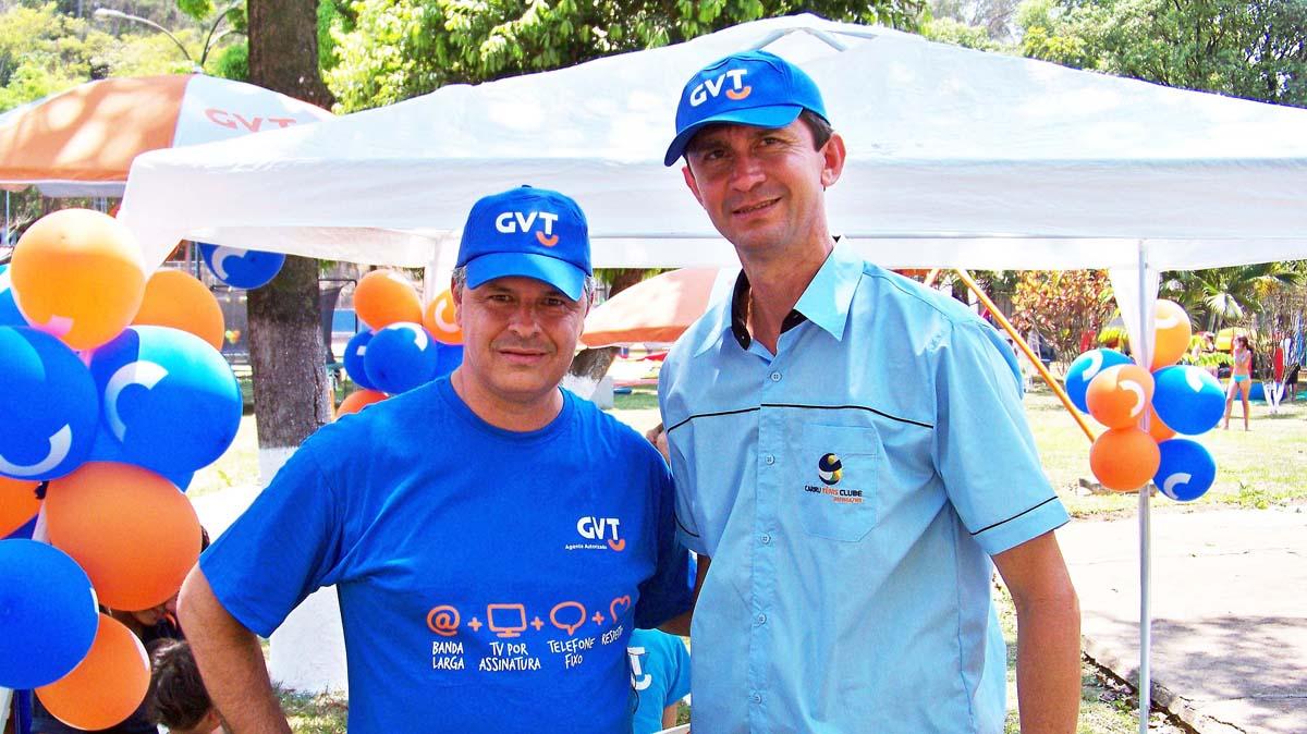 Na Festa da Criança do CTC, Leonardo Cunha, diretor da GVT/Ipatel e Eduardo Gomes de Souza, presidente do Cariru Tênis Clube