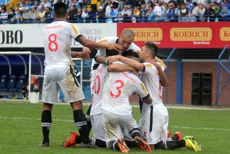 O Vasco saiu na frente, e também com gol de Pênalti, confirmado por Nenê. Foto: Paulo Fernandes/Site Oficial do Vasco da Gama