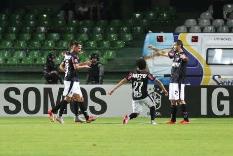 O Atlético, do artilheiro Pratto está cinco pontos atrás do Corinthians e ainda espera pelo confronto direto com o líder na capital mineira. Foto: Joka Madruga / Futura Press