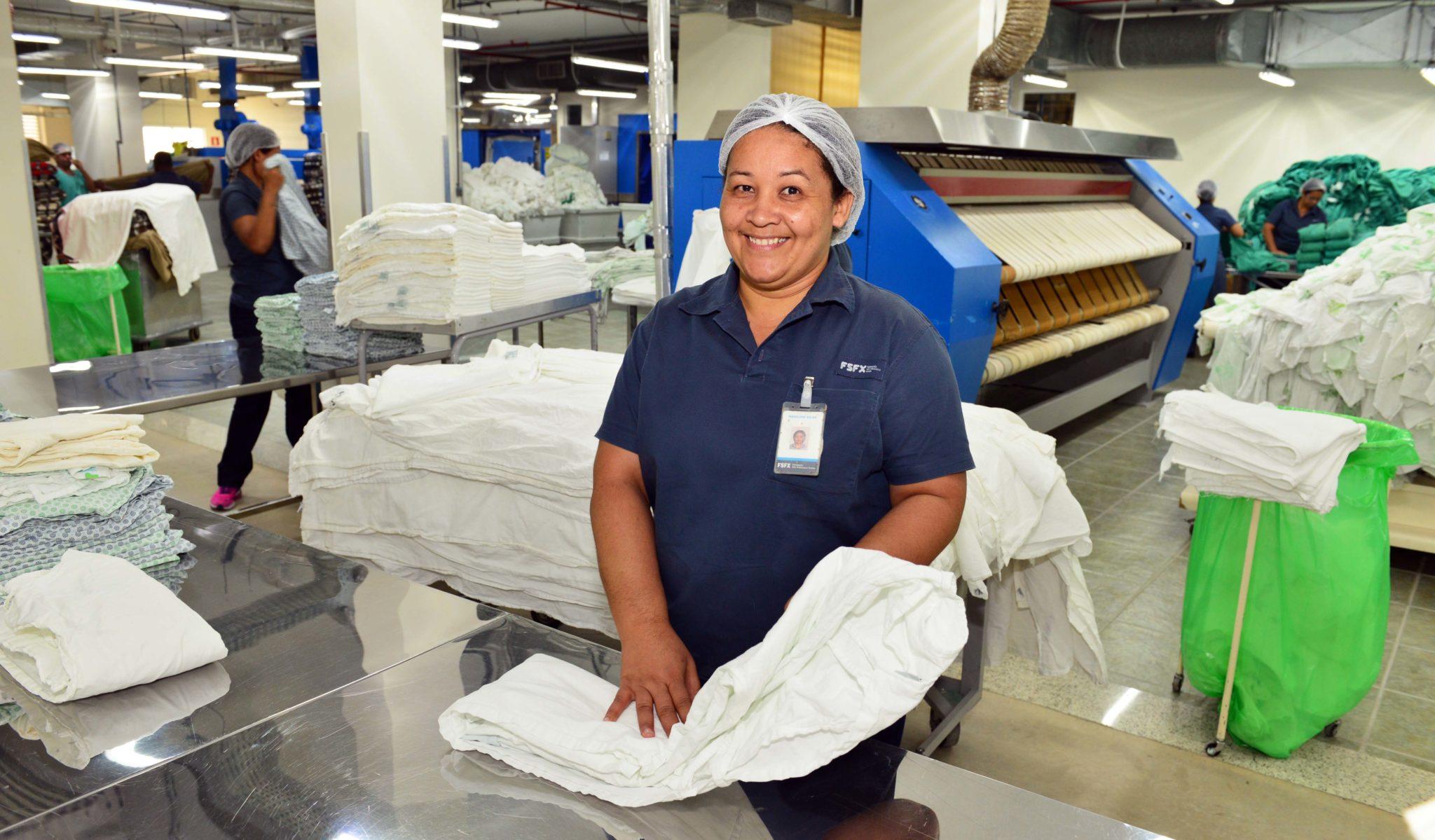 A nova lavanderia do hospital Márcio Cunha ocupa 1 km2 e processa 7 ton/dia (Foto: João Rabêlo)